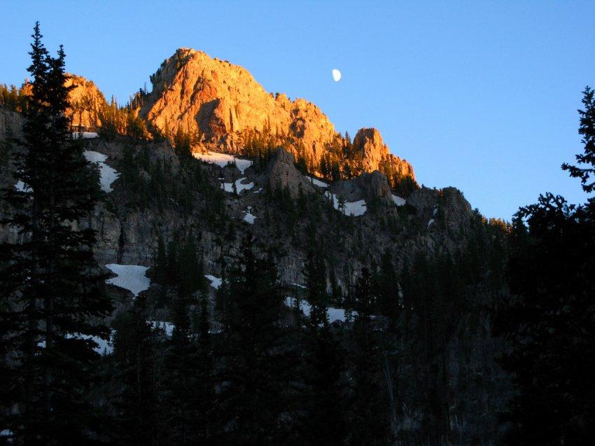 4563 - White Pine Lake - Mount Magog.JPG