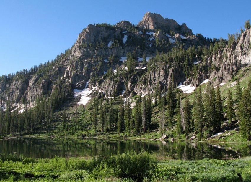 4620 - White Pine Lake - Mount Magog.JPG