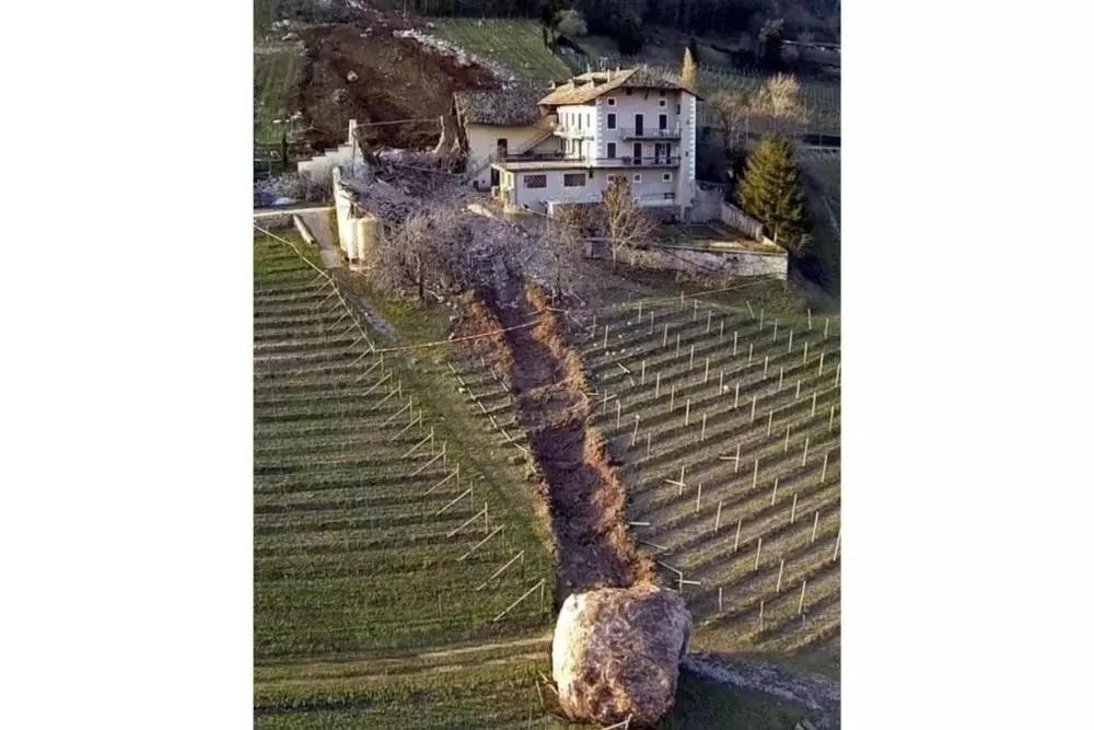 a boulder-1000x667.jpg