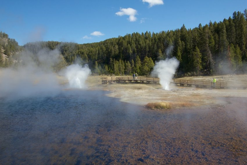yellowstone-geyser-basins-2 (1).jpg