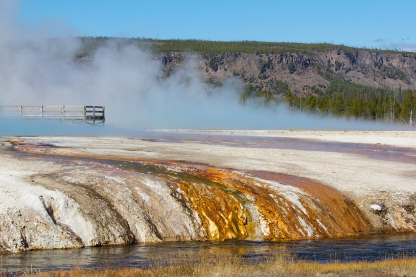 yellowstone-geyser-basins-9.jpg