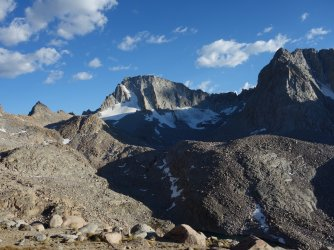 Mt Darwin and Mt Mendel from the trail to Lamarck Col